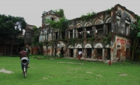 Front view of what remians of the grand Teota Palace